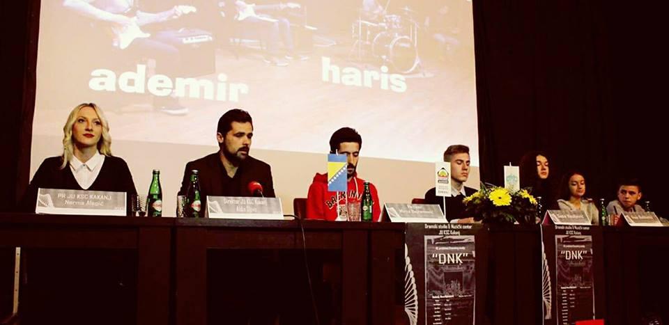 "U Domu kulture održana konferencija za medije povodom premijere pozorišne predstave ""DNK"""