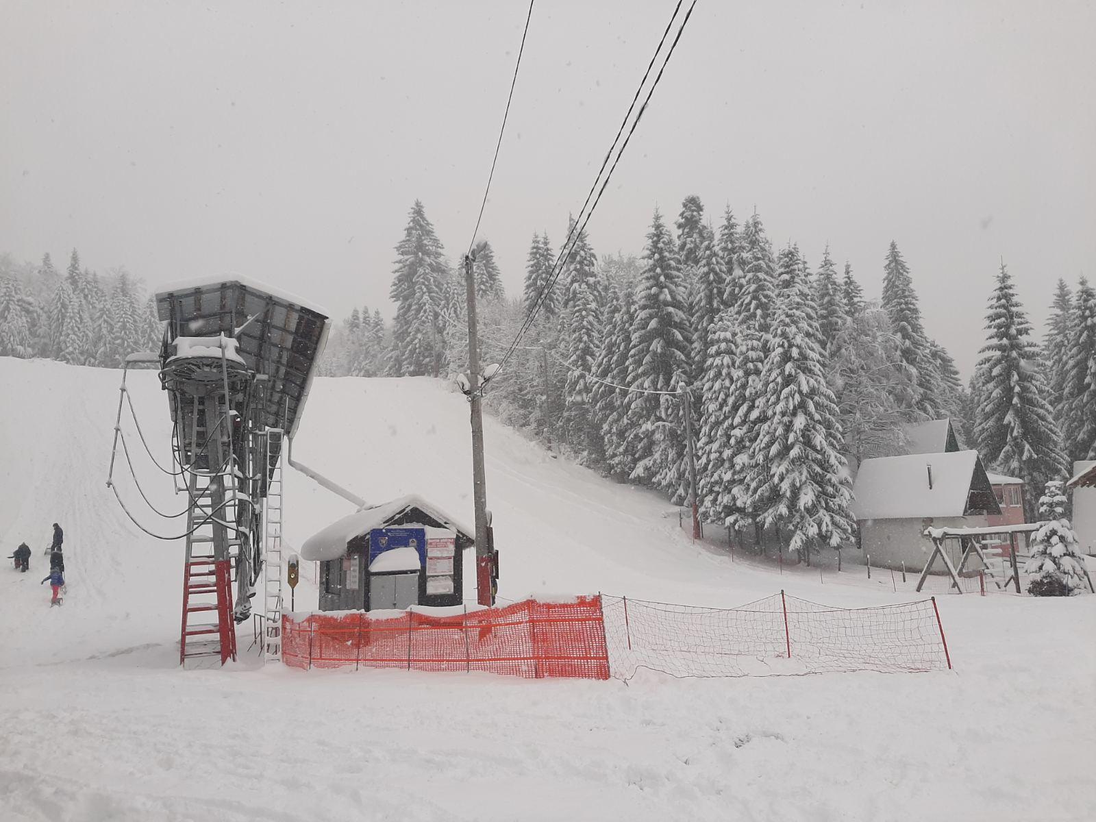 Početak zimske sezone na Ponijerima: Večeras besplatno noćno skijanje